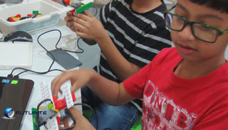 Robotics classes for Kolkata students