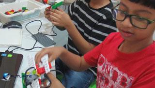 Robotics classes for Kolkata students