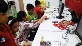 Robotics workshop for Kolkata kids